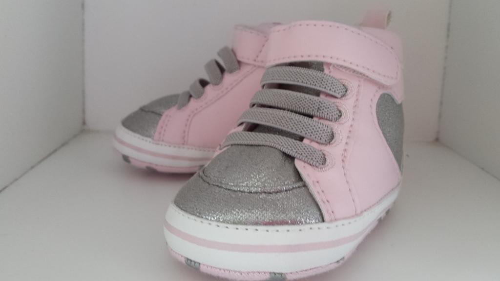 roze zilveren baby schoentjes