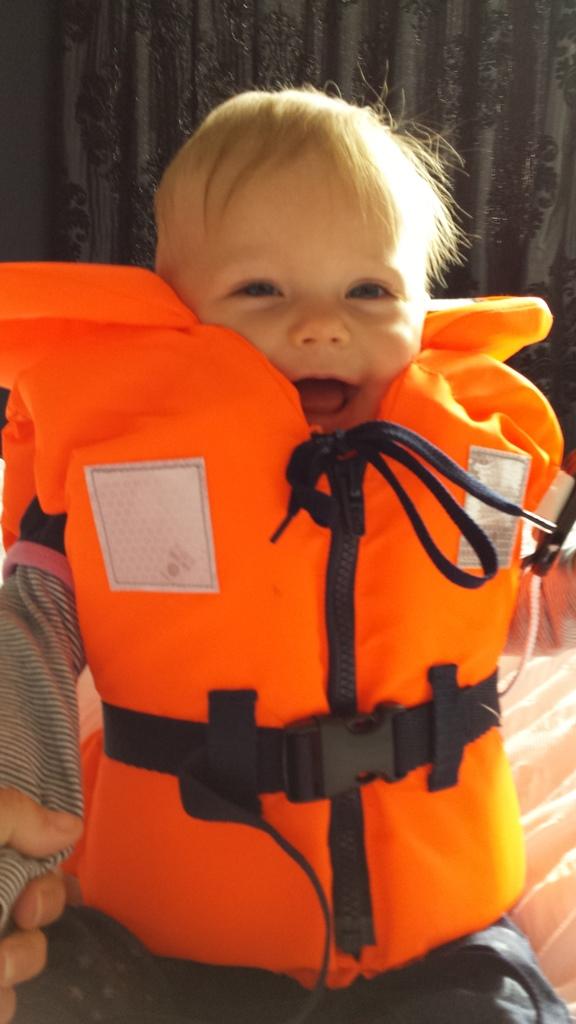 Kayleigh zit met zwemvest