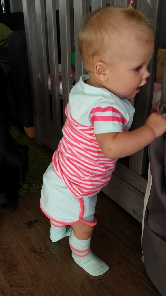 kayleigh staand met outfit
