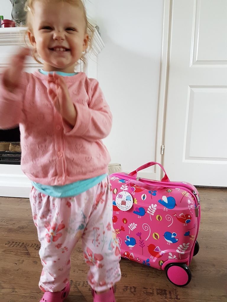 Kayleigh met koffertje