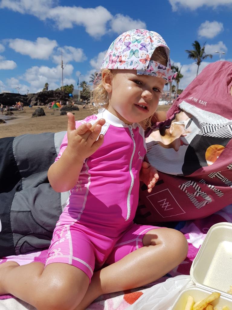 Kayleigh stoertje op het strand