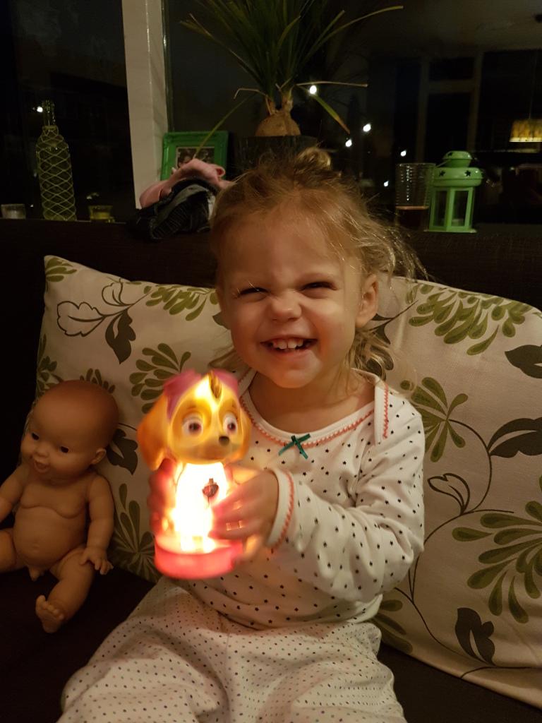 Kayleigh met nachtlampje Skye