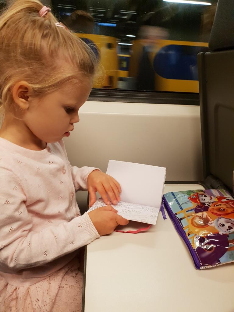 kayleigh kleuren in de trein