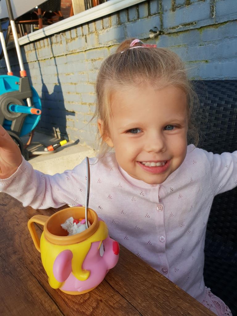 kayleigh met ijsje