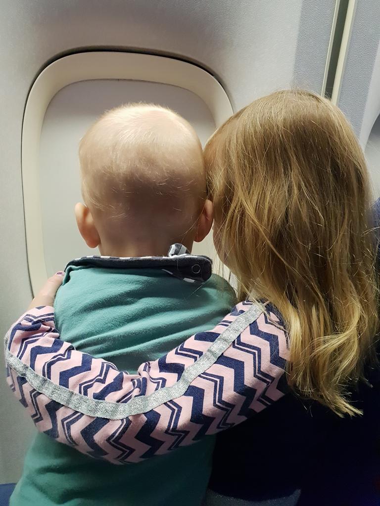Skyler en Kayleigh vliegtuig
